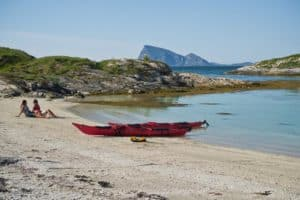 Couple with kayak at a beach in Troms
